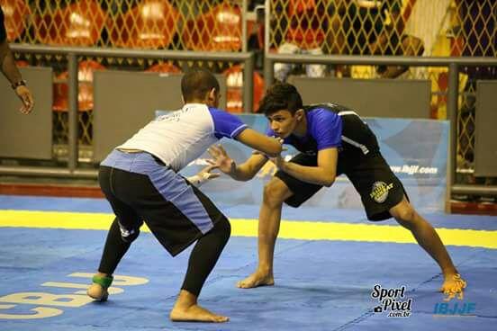 Atleta juvenil fatura ouro e prata no Brasileiro de jiu-jitsu sem kimono