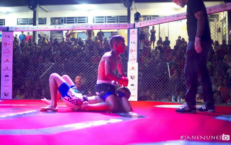 Lutando em casa, Herbert Matagal e Fábio Henrique conquistam cinturões do AFC 2, em Coari (AM)