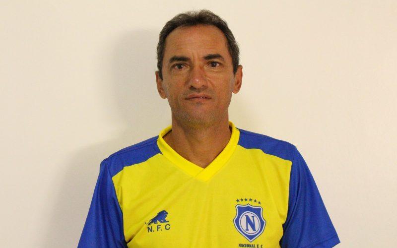 Nailton Garcês aposta na experiência e força de vontade para preparar os goleiros azulinos
