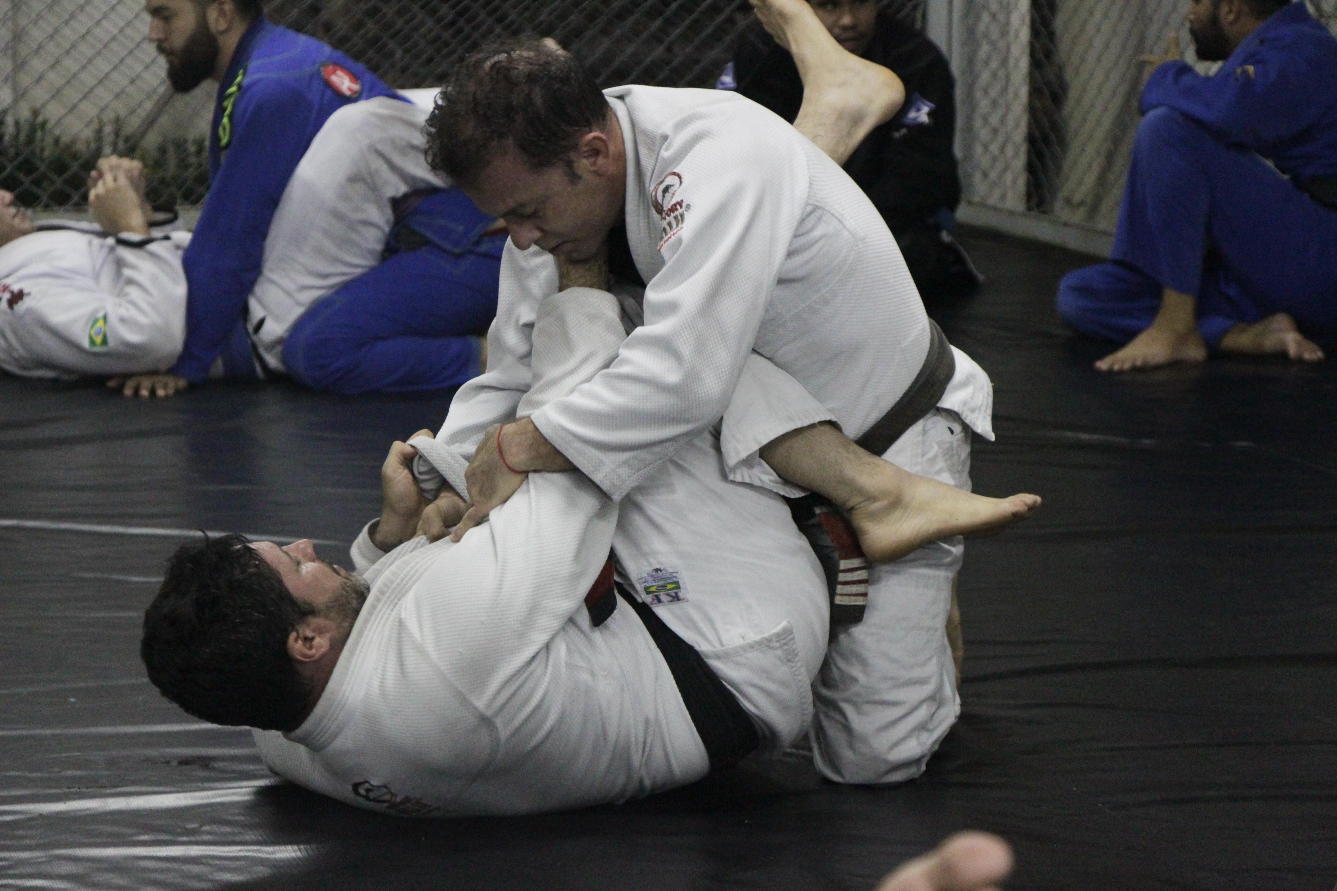 Chico Preto durante treinamento na academia AJ