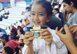 Karateca amazonense de 6 anos faz história no esporte e é grande promessa revelada