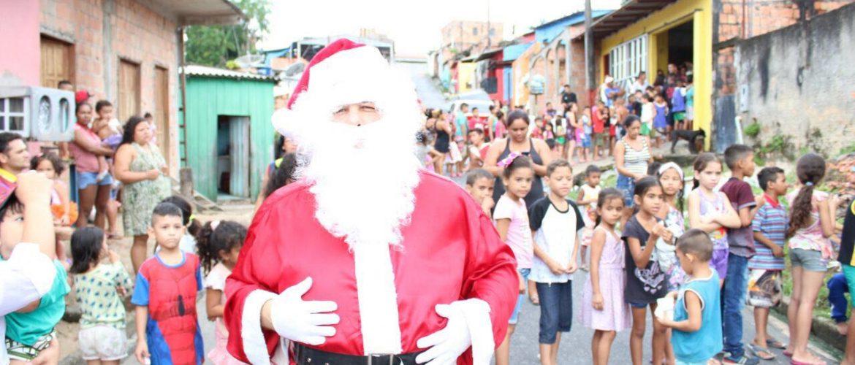 Luis Neto realiza Ação de Natal e distribui brinquedos no Bairro Zumbi