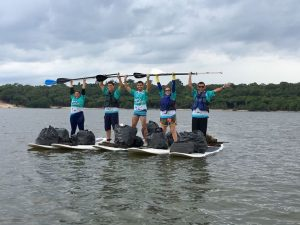 Amor ao esporte e à natureza: conheça a ação ambiental que usa o 'sup' para limpar rios