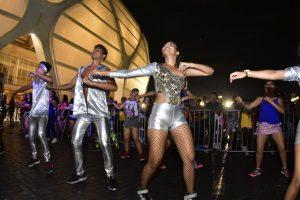 Mesmo com chuva, mais de mil pessoas participam do 'Aulão do Amor' na Arena da Amazônia