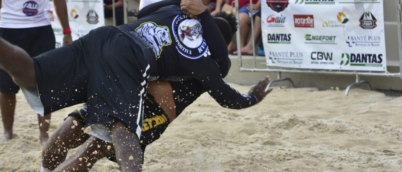 Beach Wrestling movimenta fim de tarde na Ponta Negra
