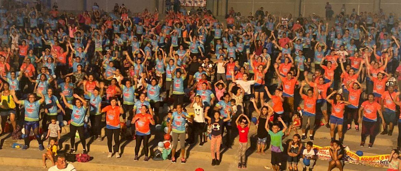 Projeto esportivo criado há 17 anos reúne 3 mil pessoas e movimenta orla da Ponta Negra